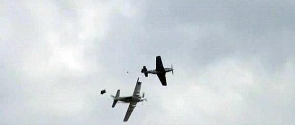 crash-p-51-skyraider-duxford-580x247.jpg