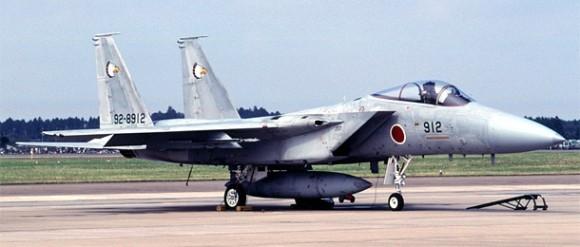Crash] Un F-15 japonais s'abîme en mer, pilote disparu ...