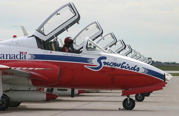 RCAF Acrobatic Snowbirds2