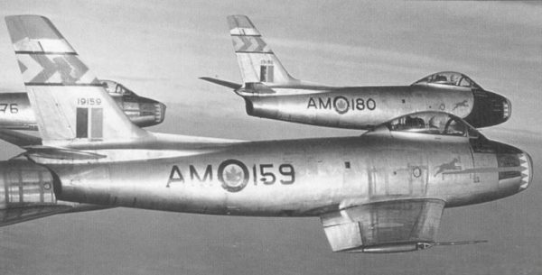 RCAF acrobat blue-devils-sabre