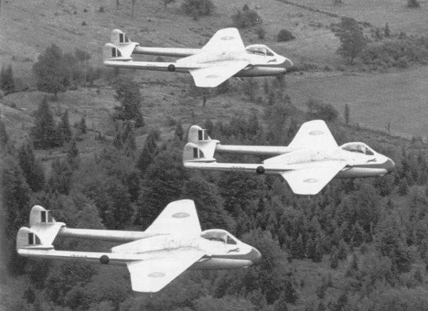 RCAF acrobat blue-devils-vampire-01