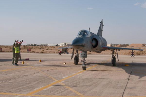 Mirage IIIEP paré pour une mission de défense aérienne.