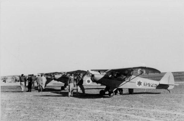 Des Piper Cub israéliens, parés au décollage.