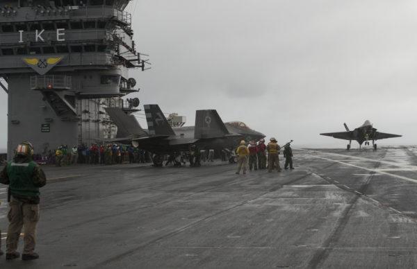 Le pont de l'USS Eisenhower, le premier jour des essais.