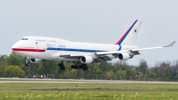 Boeing 747-400.
