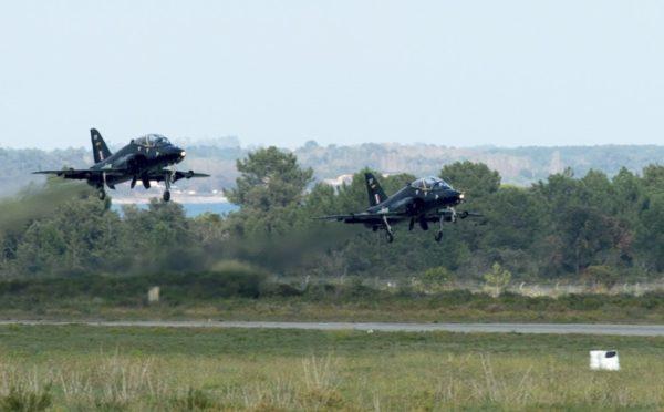Deux Hawk T1 de la RAF à l'atterrissage à Solenzara.