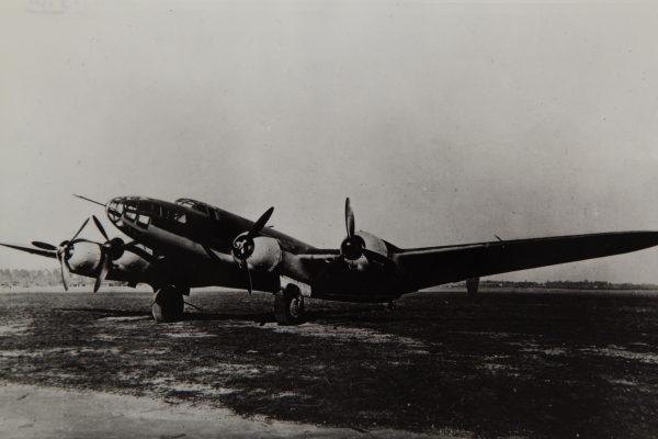 Le bombardier expérimental Bloch MB-162 développé avant et après la nationalisation.