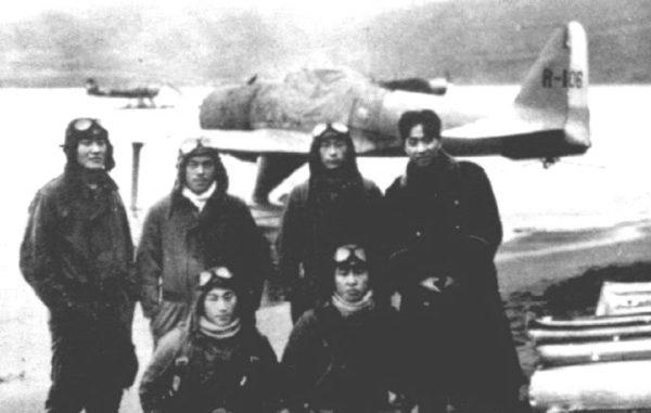 Alaska a6m2-n_Rufe_pilots_Toko-Ku_Attu_194