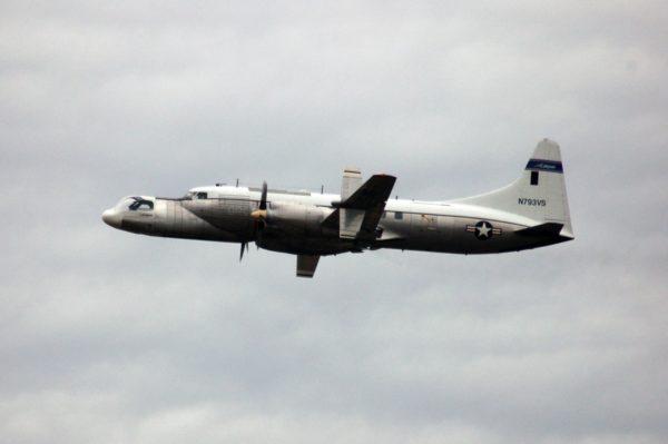"""Le NC-131H en vol à la fin de sa vie, prêté par l'US Air Force à un """"contractor"""" américain."""