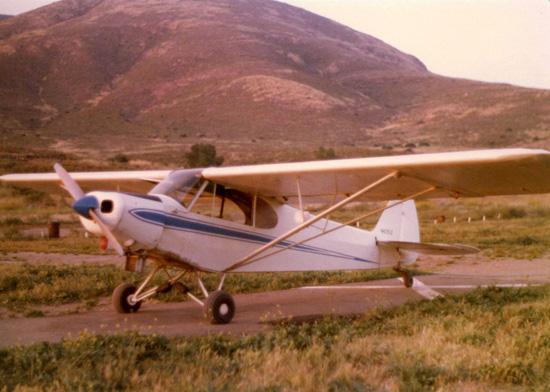 Piper PA-18 Super Cub, un robuste avion de brousse américain.