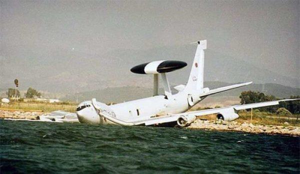 Un E-3 Sentry qui s'est raté au moment de plonger