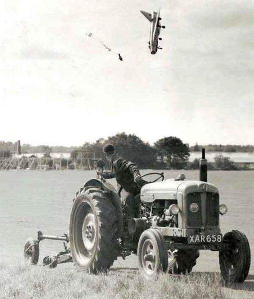 Cet agriculteur va avoir un labourage façon Lightning dans son champ