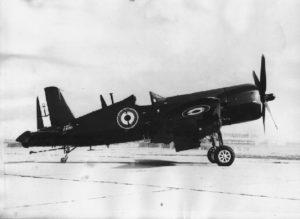 Vought F4U-7 sur le tarmac de Telergma.