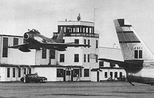 Un Sabre de la patrouille aérienne de la RCAF : les Golden Hawk