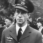 Jean de Selys Longchamps en tenue d'officier de la Royal Air Force.
