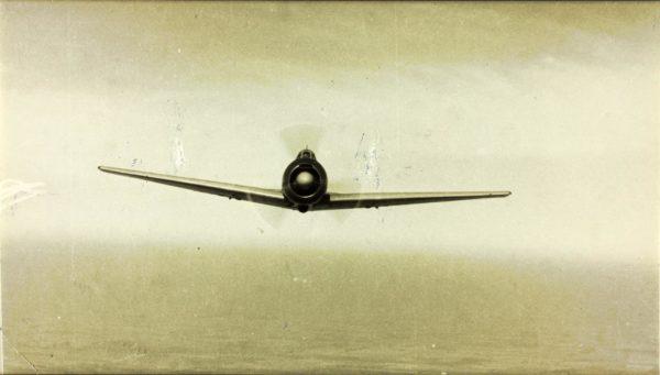Un Ki-43 en vol, une image rare sous la cocarde française.