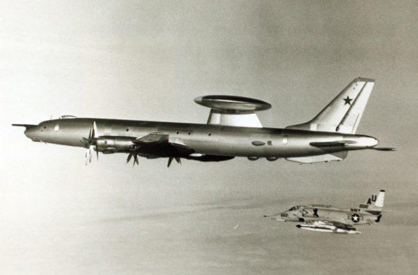 Même le gros Tu-126 espionnait la marine américaine.