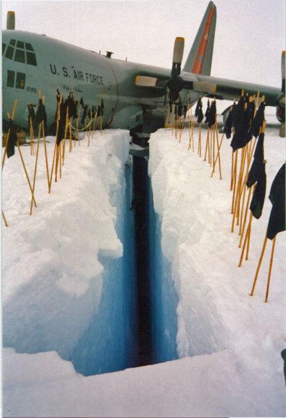 Quand on va en vacances au ski, faut faire attention aux crevasses