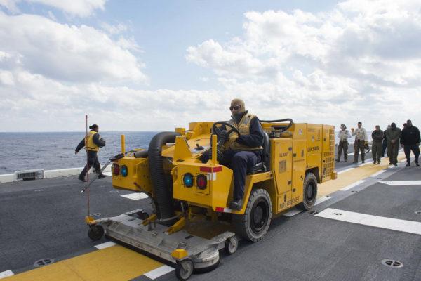 Un aspirateur à l'échelle des porte-avions américains : juste très gros.