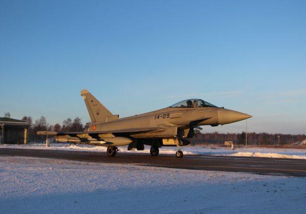 Eurofighter espagnol sur les plaines lituaniennes.