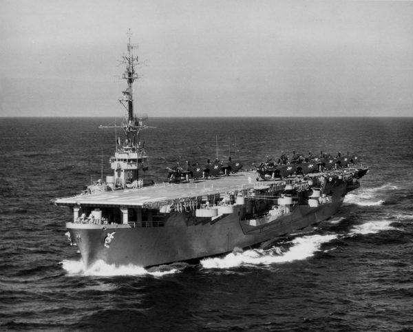 L'USS Block Island (CVE-106) en configuration porte-avions d'escorte.