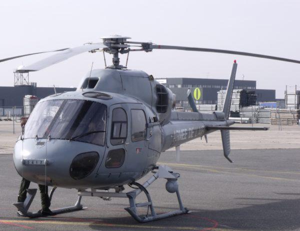Le FLIR est particulièrement visible sur ce Fennec MASA de l'Armée de l'Air.