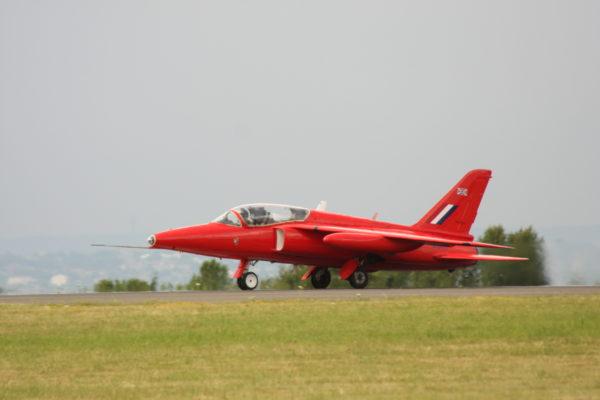Le légendaire Folland Gnat T Mk-1 rouge, l'origine du mythe.