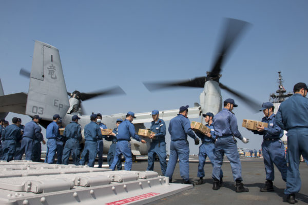 MV-22B Kumamoto déchargement_USMC