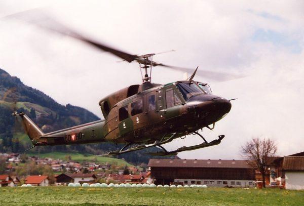 Bell 212.FAé Autriche_Wikimédia