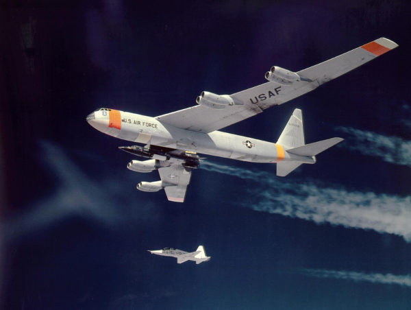Boeing NB-52B.X-15A.T-38_Wikimédia