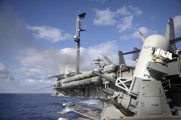 CIWS Phalanx à bord du porte-avions USS Nimitz.