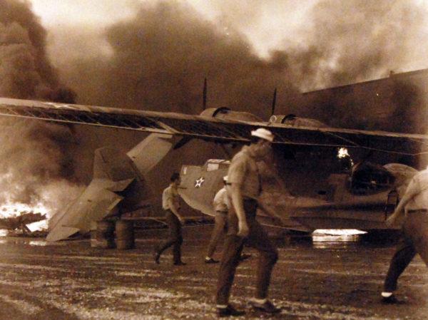 Un Catalina endommagé sur la base aéronavale de Kaneohe Bay.