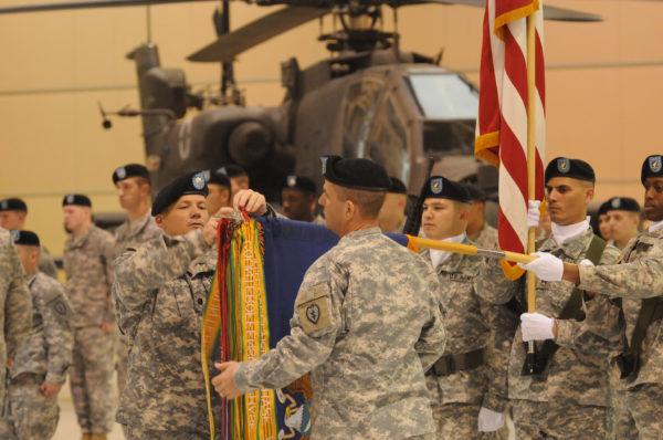 1-25th ARB.AH-64D Apache cérémonie_USDoD