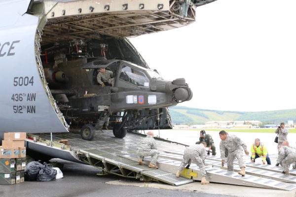 1-25th ARB.AH-64D Apache livraison.C-5B Galaxy_USDoD