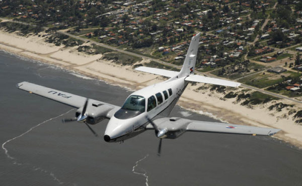Beechcraft Baron-FAé Uruguay_MinDef Uruguay