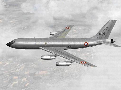 Boeing C-135F dans sa livrée d'origine.