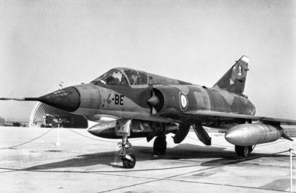 L'omniprésent chasseur Dassault Mirage IIIE.