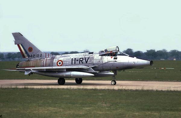 Un des derniers F-100D Super Sabre français.