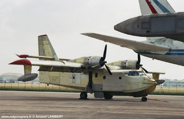 Le CL-215 du Musée de l'Air et de l'Espace avant sa remise en état.