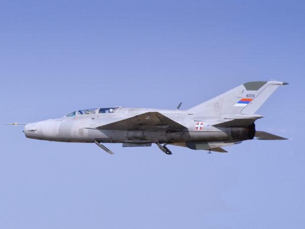 Mikoyan MiG-21UM.Serbie_Wikimédia