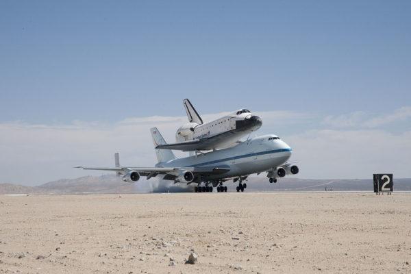 Atterrissage dans le décor mythique mais lunaire d'Edwards AFB.