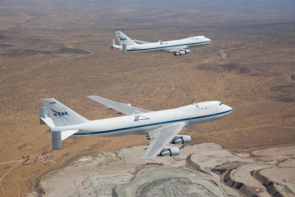 Les deux Shuttle Carrier Aircraft volant de conserve.