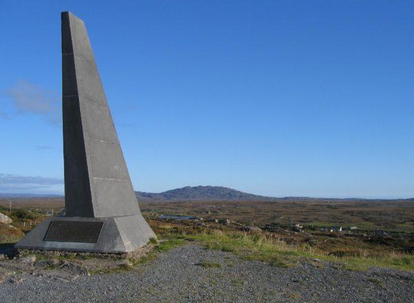 Le mémorial situé sur la colline