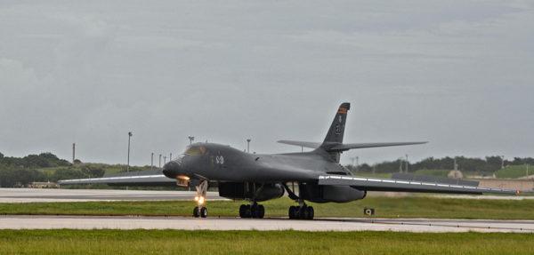 Le toujours aussi impressionnant B-1B Lancer.