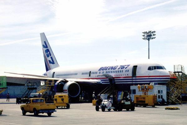 Quand le N767BA ressemblait encore à un avion de ligne.