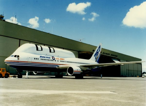 Le Boeing 767 AST dans sa livrée d'origine.