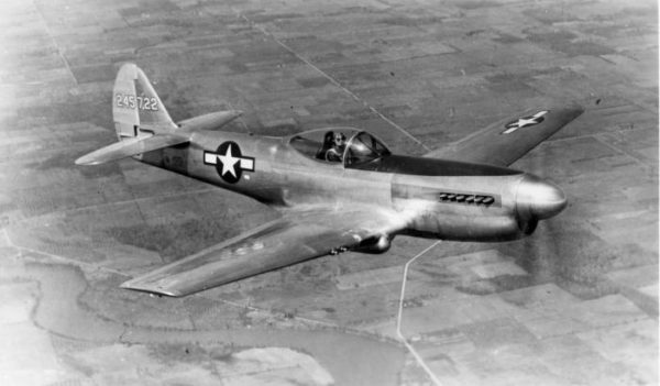 Curtiss XP-40Q en vol.