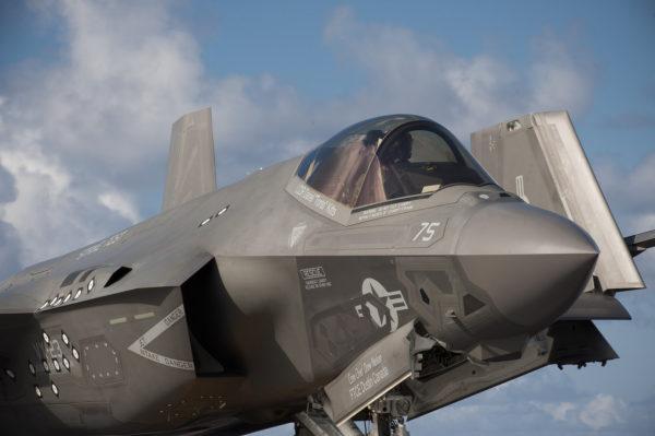 Difficile de ne pas voir que ce F-35C est un avion d'essais.