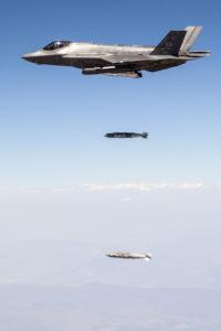 F-35A Lightning II tirant deux GBU-31.