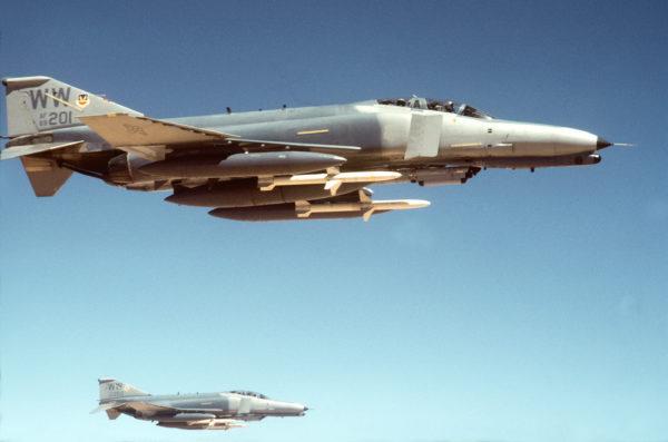 Sur ce cliché les missiles AGM-88 HARM sont parfaitement visibles.